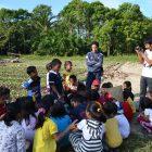 BELAJAR DI SAWAH. Outing Class Rumah Hijau Denassa (RHD) belajar di sawah Salekowa