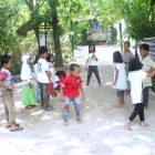 Kelas Komunitas Rumah Hijau Denassa (RHD), sedang main dende salah satu permainan tradisional
