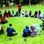 English Club of SMAN 1 Bontonompo dalam acara ESD di Rumah Hijau Denassa (RHD) 13/3/2013. Foto: Denassa