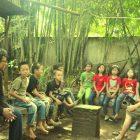 Kelas Komunitas Rumah Hijau Denassa (RHD) belajar di tempat diskusi (13/07/2013)