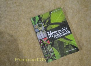 Buku Morfologi Tumbuhan menjadi salah satu koleksi di Perpustakaan Denassa