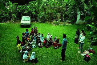 RHD.  Kelas Komunitas Interaksi di Pelataran Mappasomba bersama Tamu dari Utrecht University Belanda (23.10.2013)