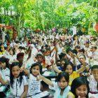 Darmawan Denassa, pendiri RHD menceritakan kisah awal pendirian RHD pada acara lomba mewarnai Kelas Komunitas Rumah Hijau Denassa (RHD) di Kab. Gowa (25/06/2014)