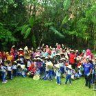 Peserta kegiatan foto bersama di Pelataran Mappasomba sebelum menuju sawah .