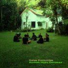 RHD. Karena menggunakan baju serba hitam, kami namakan Kelompok Hitam, Kelas Komunitas di Rumah Hijau Denassa (Foto Novianti Usman)