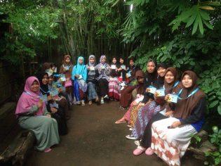 RHD. Beberpa peserta Pengajian Ikatan Pelajar Muhammadiyah (IPM) di Tempat Diskusi Rumah Hijau Denassa (RHD)