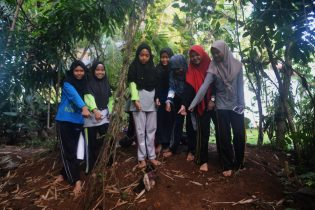 RHD. Bunga Bangkai dikunjungi Relawan Perpustakaan Denassa (05.10.2017)