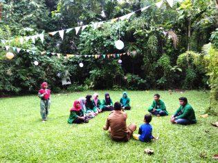 RHD. KKN UIN Alauddin Makassar 2018 melakukan Penjajakan di Rumah Hijau Denassa (RHD) bersama Staf Kelurahan Tamallayang, Syarifuddin Tompo di RHD (02.01.2018)