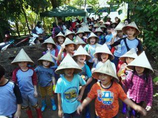 RHD. Peserta Didik Eagle's Nest Academy (ENA) Makassar Tiba di Rumah Hijau Denassa (RHD) untuk mengikuti Rangkaian Kegiatan Belajar Produksi Pangan (28.04.2018)