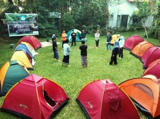 RHD. Beberapa Peserta Residensi Ikut Ice Breaking saat Greencamp di Pelataran Mappasomba, Rumah Hijau Denassa (03.08.2018)
