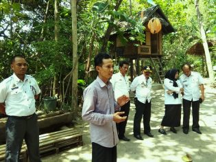 RHD. Darmawan Denassa Menyambut Tim Verifikasi Kecamatan Sehat di Rumah Hijau Denassa, Gowa 14.11.2018