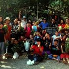 RHD. Orang Tua, Siswa, dan Guru SD Bina Kasih Makassar foto bersama di Front Page Rumah Hijau Denassa (20/10/2019)
